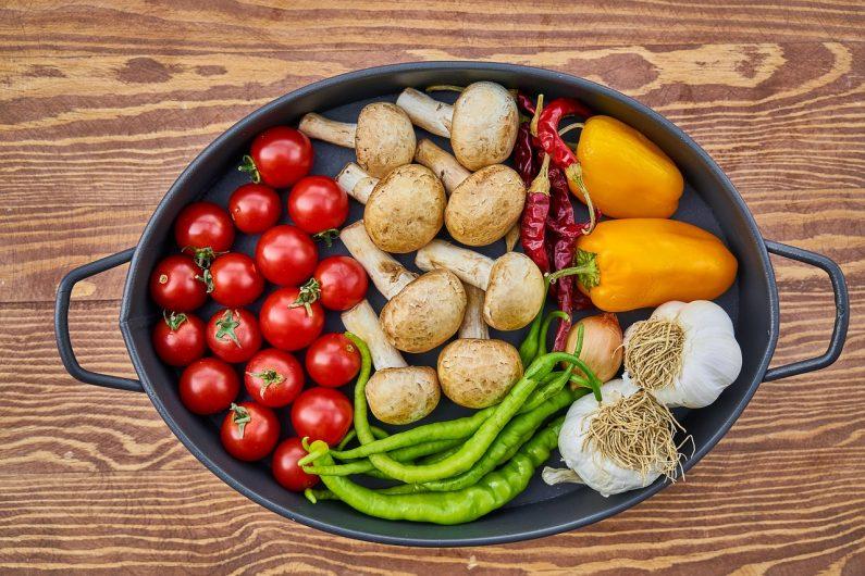Sveže povrće u tiganju