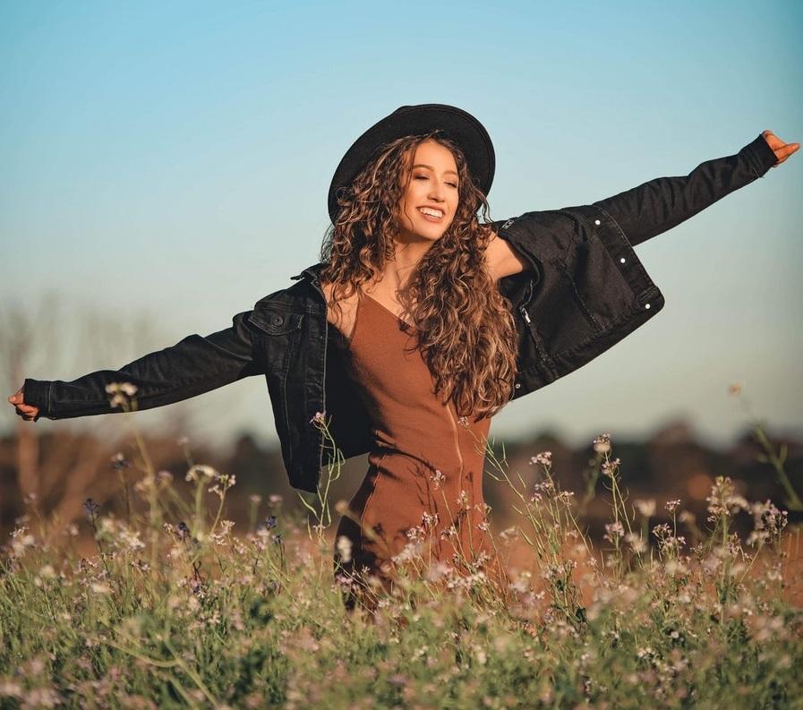 Devojka polje sreća