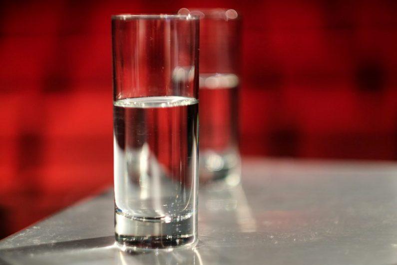 voda-u-čaši